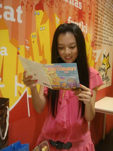 Chee Li Kee reading birthday card