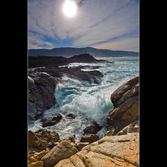 (GUILLER D.) Tags: sea sky espaa seascape verde green contraluz landscape mar spain waves paisaje galicia amarillo cielo olas rocas ola espuma nikond700 nikkor2470mm guillermodiazdelrio