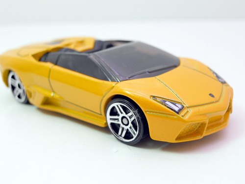 hot wheels lamborghini reventon roadster yellow (2)