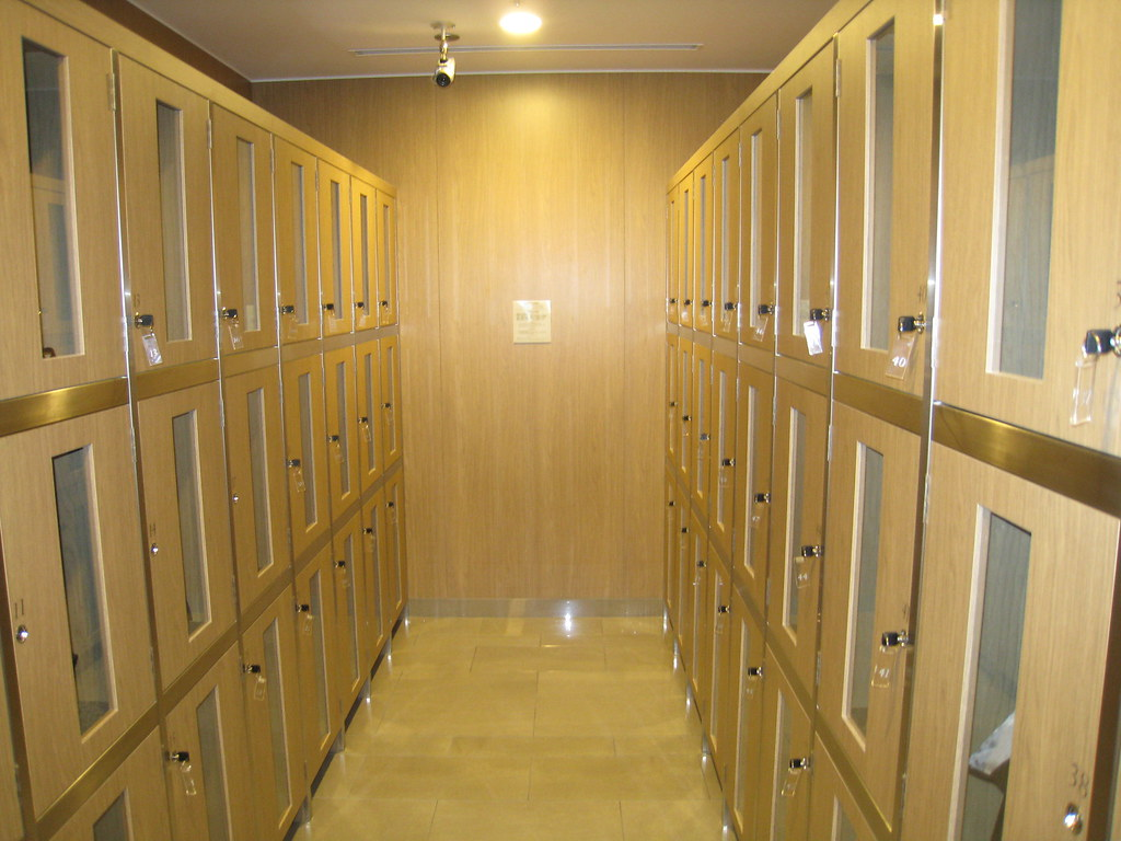 Lockers at JAL Sakura Lounge at Haneda International Terminal