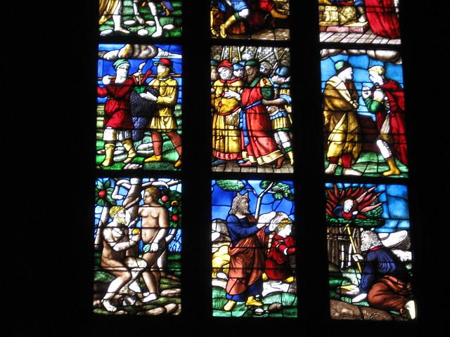 ミラノの大聖堂のステンドグラスのフリー写真素材