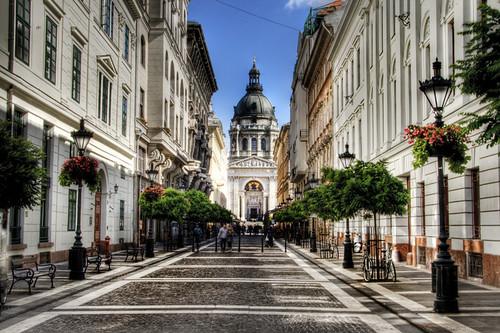 Zrinyi Street. Budapest. Calle Zrinyi