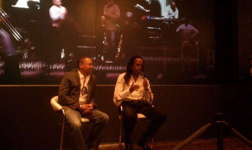 Members of Earth, Wind & Fire talk about how they plan to use HP's 3-D this year.