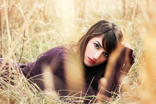 フリー写真素材, 人物, 女性, 草原, 寝転ぶ,