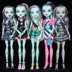 frankies (Laila X) Tags: white black beach monster high uniform doll dolls fear frankie scream leader gloom stein mattel sdcc dotd dawnofthedance