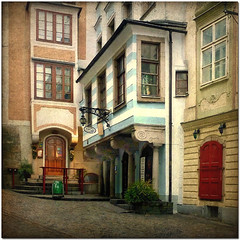 Austrian facades - number 27 (pixel_unikat) Tags: city building architecture linz austria historic textured abigfave thankstodarkwood67fortexture thankstoboccacinofortexture capitalofupperaustria about190000inhabitants