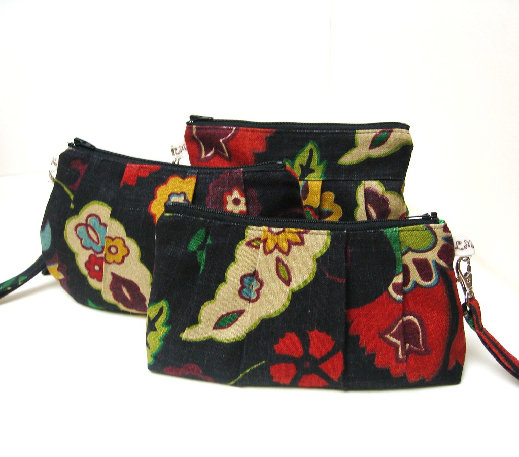 WRISTLET PURSE BAG Red Blue Yellow Flowers on Black