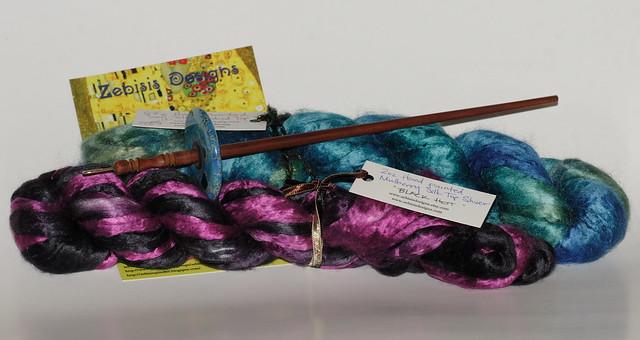 Pakke fra Zebisis Designs - Drop Spindle med Blue Varicite stein + silke.    IMG_4218