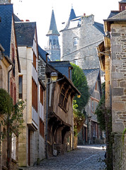 Dinan, Ctes d'Armor, Bretagne, France, 2010 (Photox0906) Tags: france brittany maisons bretagne ruelle middleage pavs dinan moyenge ctesdarmor pavestones