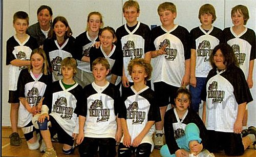 justin_bieber_grade_6_school_volleyball_team_pictures