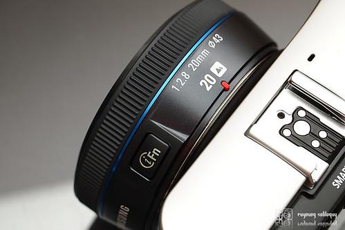 Samsung_NX100_exterior_16