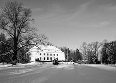 Träskända manor (Antti Tassberg) Tags: winter blackandwhite bw house snow building tree monochrome espoo suomi finland landscape europe eu scandinavia talo manor lumi talvi puu monart rakennus kartano träskända träskändankartano järvenperä aurorakoti
