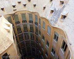 (Daniela Schneider) Tags: barcelona roof españa arquitetura architecture spain espanha europa europe bcn gaudi dach telhado spanien lapedrera danielaschneider
