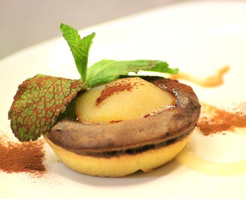 crostatina calda di cioccolato fondente con pera ed amaretti