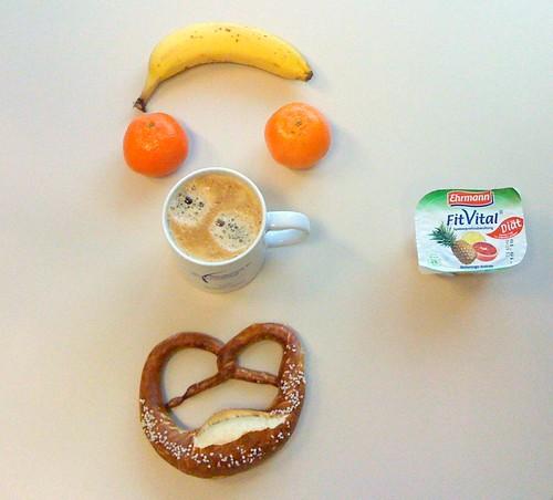 Brezel, Mandarinen, Banane & Fit Vital Blutorange-Ananas
