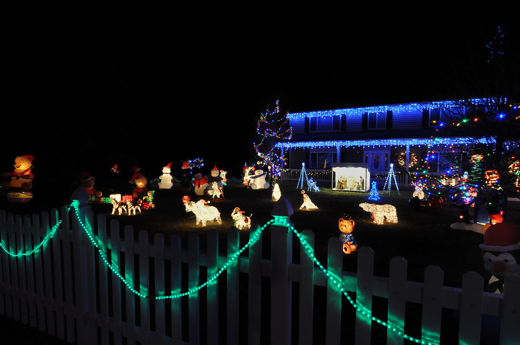 513-342AA 'A Christmas manger on Broadmoor Ave'