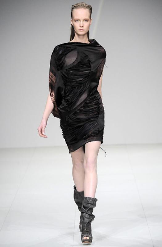 Sharon Wauchob Fall 2010 Slit dress 02