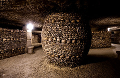 Catacombes Paris (Crazy Ivory) Tags: lighting city light shadow paris france public lamp monochrome canon underground dead skulls eos lights crazy solitude die place corridor sigma wideangle down bowl eerie creepy human bones bone lamps dslr solitary 1020 remains catacombes corridors sigma1020mm katakomben 40d gettyimagesgermanyq1 gettygermanyq2 gettygermanyq3 gettygermanyq4