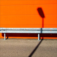 Lampenschatten (loop_oh) Tags: shadow orange home lamp germany deutschland lampe diy store crash barrier obi badenbaden schatten schwarzwald improvement doityourself superstore crashbarrier heimwerker homeimprovementstore baumarkt leitplanke doityourselfstore diysuperstore