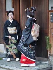 Shin Aisatsu 2011 - Geiko Naosuzu  and Naokazu  (Iniwa) Tags: japan kyoto maiko geiko geisha      kamishichiken  naokazu naosuzu