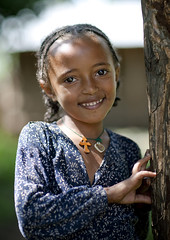 Wollo child - Ethiopia (Eric Lafforgue) Tags: africa people colour girl smile childhood smiling vertical youth outside outdoors person kid child joy jeunesse innocence ethiopia enfant fille sourire bonheur naivete personne humanbeing joie hapiness contemplation afrique dehors eastafrica thiopien enfance abyssinia ethiopie etiopa sourir exterieur lookingatcamera waistup 0462 abyssinie  vueexterieure coloredpicture ethiopi  photocouleur etiopien etipia  afriquedelest alataille etrehumain      regardantlobjectif    colouredpicture cadragealataille