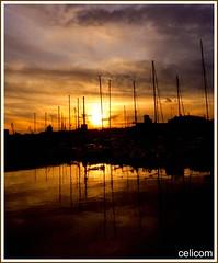 Atardecer (celicom) Tags: atardecer corua barcos galicia reflexions