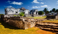 Mayan ruins of Tulum (DolliaSH) Tags: trip travel vacation holiday tourism latinamerica mxico canon mexico topf50 ruins tour place pyramid maya playadelcarmen tulum wideangle visit location tourist yucatn journey mayan maya