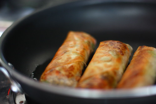 frying lumpia