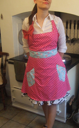 50s apron: cupcakes and polka dotsfront