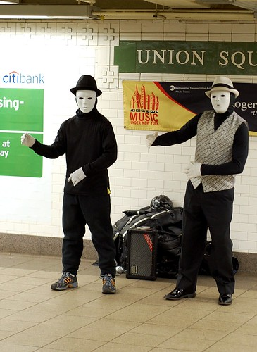 Breakdance mimes