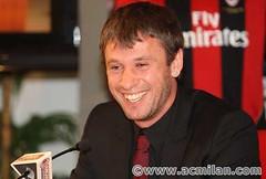 Cassano sorridente alla presentazione ufficiale del Milan