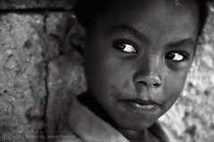 Innocence Look (Jeison Spaniol) Tags: portrait bw white black child childrenportrait blackandwhiteportrait fotocompetition fotocompetitionsilver dopixelamultidao