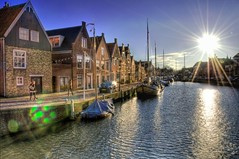 The life in Monnickendam (A r l e t t e (reloaded)) Tags: sun sunshine photoshop nederland thenetherlands lensflare paysbas zon hdr dorp lightroom arlette monnickendam smallvillage dorpje 3xp photomatix nikond90
