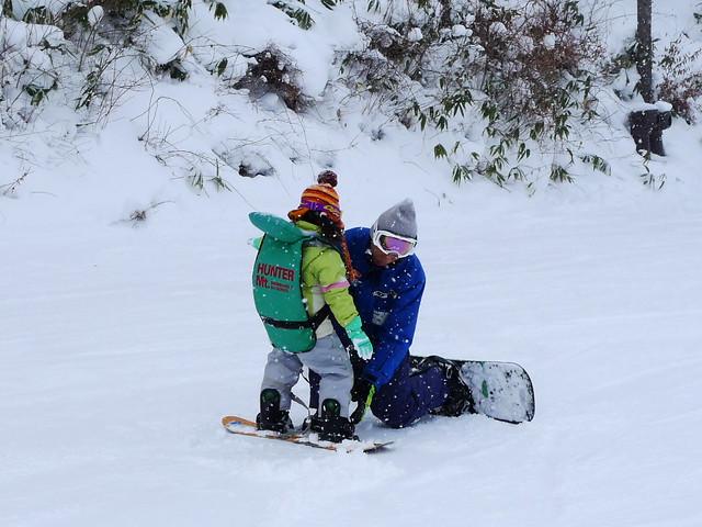 學習Snowboard的小小學生