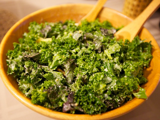vegan thanksgiving potluck-kale salad