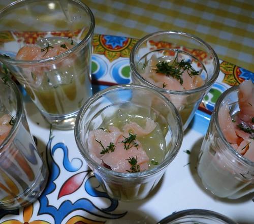 Sagu de tucupi e salmão defumado