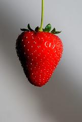 Frutilla (@sentielinstante) Tags: sky white eye blanco face ojo eyes strawberry alone cara ojos cielo labios sola strawberrys frutilla frutillas suspend suspendida uptothesky hastaelcielo