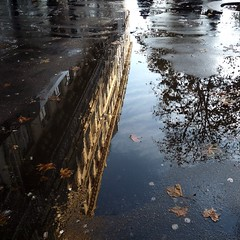 la ville  l'envers (primesautiere1) Tags: paris couleurs reflets ville trottoirs