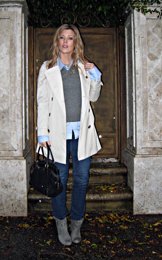 burberry trench coat+jeans+sweater vest+boots+doorstep+rain