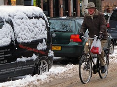 Gentle Slush Snow Chic (Pays-Bas Cycle Chic) Tags: winter snow holland bike nederland thenetherlands denhaag cycle chic paysbas thehague fiets streetstyle cyclechic peopleonbikes cyclinginsnow paysbascyclechic