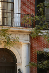 NYC_Fifth_1130-1 (TNoble2008) Tags: arch grille railing 1915 fanlight metope materialmetal materialbrick triglyph locationmanhattan bondflemish ornamentdentils architectdelanoandaldrich styledoric statuslandmarknewyorkcity