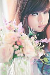 [フリー画像] 人物, 女性, アジア女性, 花瓶, 201102080900