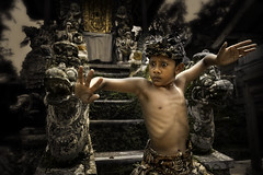 Abangan, Ubud - The Baris Dance (The Warrior Dance) (Mio Cade) Tags: boy bali man men indonesia dance kid war child culture warrior ubud baris abangan