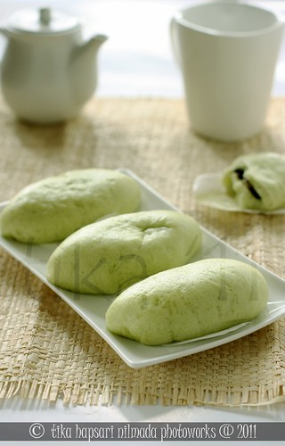 (Homemade) Green tea steamed bread with chocolate filling