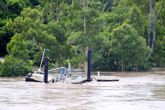 Collapsing pontoon at UQ St Lucia