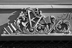 3 - 16 janvier 2011 Paris Rue des Filles du Calvaire Enseigne de luthier (melina1965) Tags: blackandwhite bw sculpture paris nikon ledefrance noiretblanc faades january picturesque janvier sculptures faade basrelief 75011 11mearrondissement 2011 basreliefs d80 geniiloci 5picsaday thisphotorocks casualphotography leagueofwomenphotographers 5bilderprotag flickrfotografias flickrthebest20102011