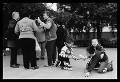 Group (Hans-Peter Manser) Tags: china street people bw film analog 35mm snapshot olympus hp5 ilford zuiko om1 352