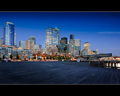 Seattle Waterfront (Sebastian (sibbiblue)) Tags: seattle camera longexposure sunset panorama usa skyline aquarium washington nikon sonnenuntergang waterfront tripod nikkor dslr 18105 nikond40 pprowinner