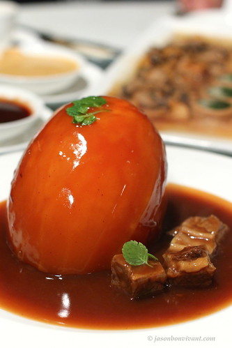 Papaya stuffed with Stewed Beef