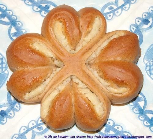 Speculaasbroodjes met amandelspijs